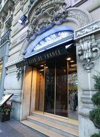Ve slavném klubu Aviation Club de France proběhla policejní razie, zatčeno bylo 12 osob