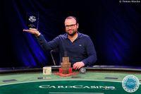 Šampionem Main Eventu únorové České Pokerové Tour je Lukáš Záškodný